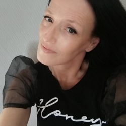 Gemma is looking for singles for a date