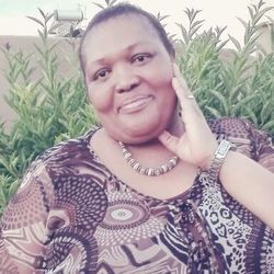 Khosi is looking for singles for a date
