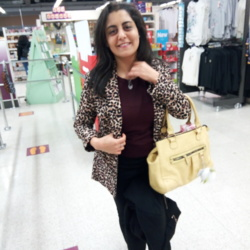 Hiba is looking for singles for a date