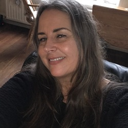 Sarah (54)