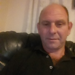 Simon is looking for singles for a date