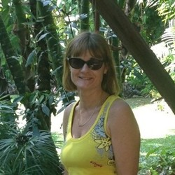 Helen, 55 from Queensland