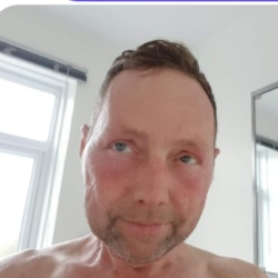 Emile is looking for singles for a date