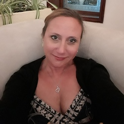 Kazza is looking for singles for a date