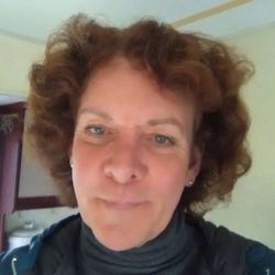 Nicole (63)
