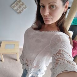 Emma is looking for singles for a date