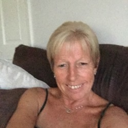 Annette is looking for singles for a date