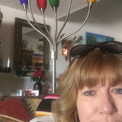 Diane, 52 from Arizona