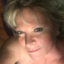 Skigirl is looking for singles for a date