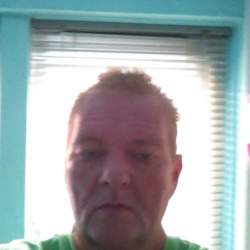 Juliangrant is looking for singles for a date