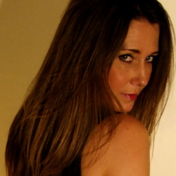 Suzanna is looking for singles for a date