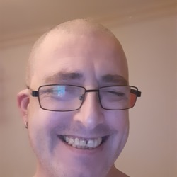 Daddywantsu is looking for singles for a date