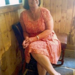 Collette is looking for singles for a date