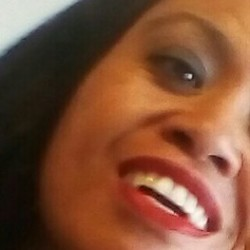 Kanita is looking for singles for a date