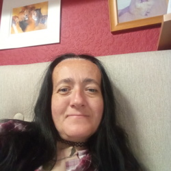 Suzanne is looking for singles for a date