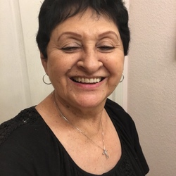 Ofelia is looking for singles for a date