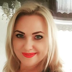 Marenne is looking for singles for a date