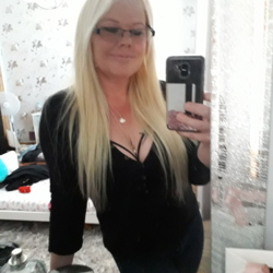 Sabrina is looking for singles for a date