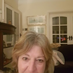 Joanna is looking for singles for a date