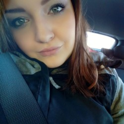 Juliana is looking for singles for a date