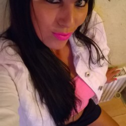 Aneta is looking for singles for a date