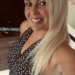 Suz is looking for singles for a date