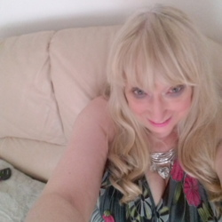 Pauletta is looking for singles for a date