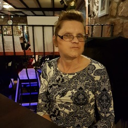 Carole is looking for singles for a date
