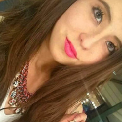 Xochitl is looking for singles for a date